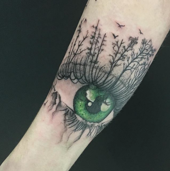 Realistic green eye